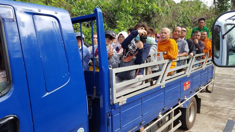 チャイティーヨー(ゴールデンロック)に登るには専用のトラック