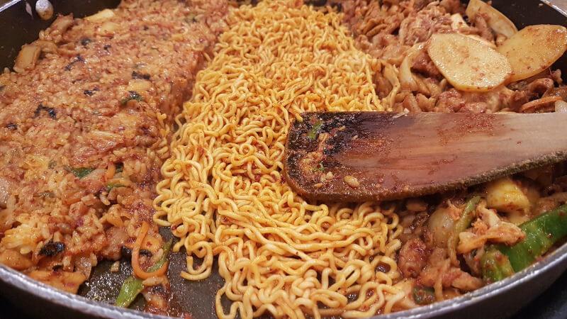 麺入りタッカルビ
